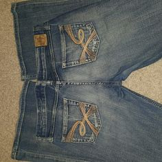 BKE JEANS by Buckle These are BKE Jeans by Buckle.  They are size 28 with a length of 33 1/2.  They are in good condition with only a little bit of fray through out and again along the bottom of the feet.  These are really nice and expensive jeans at an affordable Price BKE Jeans