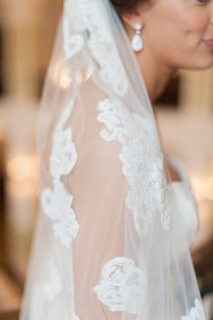 Lace Embroidered Veil | photography by http://www.bluerosepictures.com