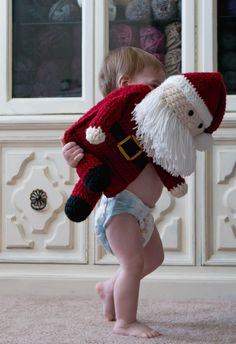 This crochet plushy Santa Claus pattern is oh so jolly! It is quicker than it looks with a double strand of yarn! Perfectly fun and easy to crochet. Crochet Santa, Christmas Crochet Patterns, Crochet Cap, Holiday Crochet, Cute Crochet, Easy Crochet, Crochet Toys, Kids Crochet, Crochet Animals