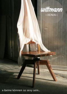Wir lieben sexy X-Beine! Wir lieben Xenia! Wittmann    Sessel    Xenia    Massivolzmöbel #wittmannesszimmer #amholzweg Xenia, Dining Chairs, Furniture, Home Decor, Carpentry, Contemporary Design, Armchair, Homemade Home Decor, Home Furnishings