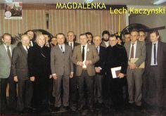 magdalenka-lech-kaczynski-za-plecami-ksiedza.jpg (1920×1348)