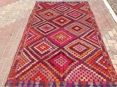 Pink Kilim rug, Vintage faded Turkish kilim rug, area rug, kilim rug, kelim rug, vintage rug, bohemian rug, Turkish rug, rugs, diamond rug
