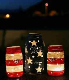 Stars and Stripes Lanterns by Mason Jar Crafts Love and other cute and easy Memorial Day, Fourth of July, Labor Day and patriotic DIY decorations! Mason Jar Projects, Mason Jar Crafts, Plastic Jar Crafts, Crafts With Mason Jars, Mason Jar Art, Blue Mason Jars, Holiday Crafts, Holiday Fun, Party Crafts