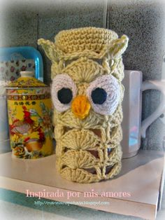 Inspirada por mis amores: FRASCO BUHO EN CROCHET Y ALGUNOS AMIGURUMIS EN PRO... Beginner Crochet Projects, Crochet For Beginners, Crochet Jar Covers, Bottle Cover, Crochet Kitchen, Diy Bottle, Cute Owl, Bottles And Jars, Mason Jar Crafts