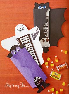 Amazing Halloween Candy Bar Covers from Cindy Hopper at www.skiptomylou.org #Halloween #Halloween ideas #Halloweentreats