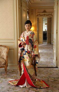 ビタースウィート No.07-0095 ウエディングドレス 結婚式 Traditional Japanese Kimono, Traditional Fashion, Traditional Dresses, Silk Kimono, Kimono Dress, Japanese Outfits, Japanese Fashion, Japanese Geisha, Lingerie