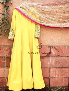 Traditional dresses Anarkali Dress, Pakistani Dresses, Indian Dresses, Indian Outfits, Kurta Designs, Blouse Designs, Indian Attire, Indian Ethnic Wear, Mode Bollywood
