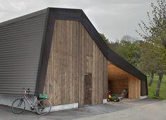 """[ El """"Cerisier"""" es una gran instalación agrícola situada a los pies del Monte Chasseral, Suiza, via: archdaily.mx ]"""