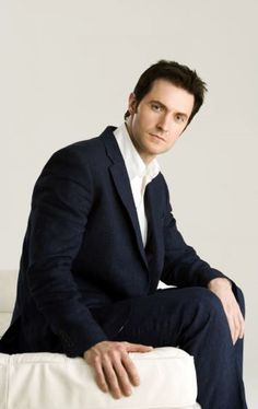 Richard Armitage....sooo cute!!! Handsome, tall, dark and his VOICE....ooohhmygosh that voice.....