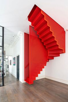 This wonderful modern residence in London is the result of uniting two apartments on the adjacent floors of a beautiful historic building in the city ✌Pufikhomes - source of home inspiration Staircase Pictures, New Staircase, Modern Staircase, Staircase Ideas, Staircases, Floating Staircase, Contemporary Design, Modern Design, Airy Bedroom