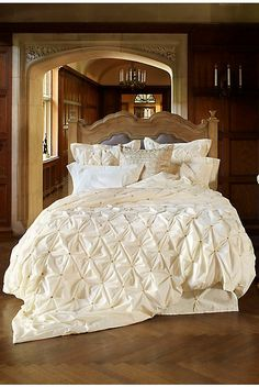 New Anthropologie Crowned Crane Cream 300 Thread Count Queen Tufted Duvet Cover in Home & Garden, Bedding, Duvet Covers & Sets Ivory Bedding, White Bedding, Bedding Sets, Cream Bedding, White Linens, Rustic Bedding, Bedroom Bed, Dream Bedroom, Bedroom Decor