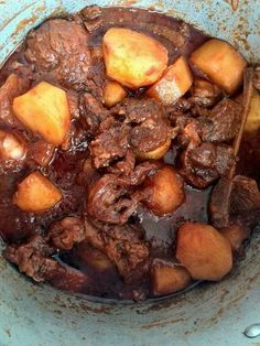 We stuck close to the Cape Malay roots of this tomato bredie and kept the recipe. - Just Cooking - Seffood Dutch Recipes, Asian Recipes, Beef Recipes, Cooking Recipes, Ethnic Recipes, Malay Food, Malaysian Food, Malaysian Recipes, Beef Curry