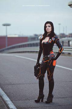 Character: Miranda Lawson / From: BioWare's 'Mass Effect' Video Game Series / Cosplayer: Rebecca Bianchi (aka Berceck) / Photo: zeropuntosedici photography (2016)