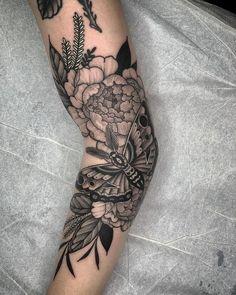 Fuß Tattoo Ideen – foot tattoos for women flowers Unique Tattoos, Beautiful Tattoos, Small Tattoos, Cool Tattoos, Feminine Tattoos, Tatoos, Form Tattoo, Shape Tattoo, Best Sleeve Tattoos