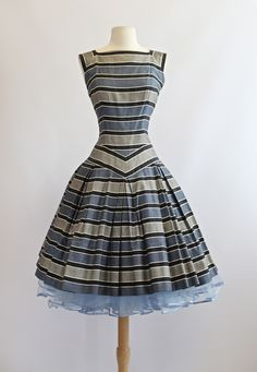 love the design and how they worked with the stripes #50sdress #vintagedress