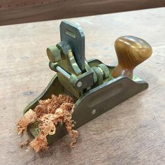My @lienielsentoolworks scraper plane blade is blunt and I don't have time to…