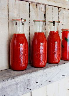 Simple tomato sauce in a beautiful Weck Jar. - Black Eiffel