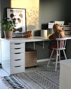 Idéer för lekrum för barn Ikea Girls Room, Boy Room, Girls Bedroom, Kids Barn, Kids Play Spaces, Ikea Desk, Ikea Kids, Kids Study, Home Office Decor