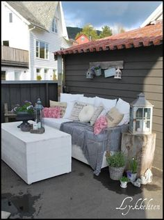 would also work on a small balcony Outdoor Rooms, Outdoor Fun, Outdoor Sofa, Outdoor Gardens, Outdoor Living, Outdoor Furniture Sets, Outdoor Decor, Outdoor Ideas, White Gardens