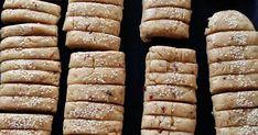 ΥΛΙΚΑ 1 φλιτζάνι λάδι ( προτιμώ καλαμποκέλαιο) 1 φλιτζάνι χυμό πορτοκαλιού 1 φλιτζάνι ζάχαρη ( όχι γεμάτο) Ξύσμα λεμονιού και πορτοκ... Alpha Kappa Rho, Greek Cookies, Eat Greek, Sweets Recipes, Desserts, Greek Recipes, Biscotti, Oreos, Cooking