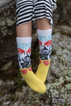Moomin x Novita Moominmamma's Warm Accessories. From knitting & crochet yarn and patterns to embroidery & cross stitch supplies! Vogue Knitting, Arm Knitting, Knitting Charts, Knitting Socks, Wool Socks, My Socks, Baby Scarf, Christmas Knitting Patterns, Dk Weight Yarn