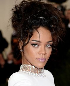 Rihanna hair and makeup look from the red carpet at the Met Ball. What do you think? #MakeupTalk #MakeupArtistsMeet