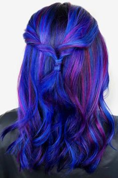 Cute Hairstyles With Purple Strands ❤ When you think about purple hair, you might love the look but hesitate if it fits your features. It is possible to do it step by step, starting with dying streaks. Blue Hair Streaks, Red Hair With Highlights, Brown Blonde Hair, Brunette Hair, Men Hair Color, Hair Color For Black Hair, Purple Hair, Hair Colour, Loose Hairstyles
