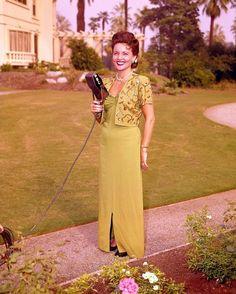 Betty White ... But isn't this Julia Luis Dreyfus?!