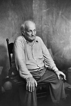 """Henri Cartier-Bresson, Le réalisateur Robert Flaherty pendant le tournage de """"Louisiana Story"""", Louisiane, USA, 1947. © Henri Cartier-Bresson/Magnum Photos."""