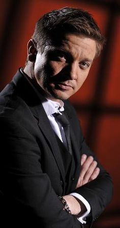Jeremy Renner...oh dear God, just yes!