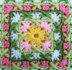 Love this Crochet Granny Square Pattern. Have used it several times for dishcloth gifts. Crochet Motif Patterns, Granny Square Crochet Pattern, Crochet Blocks, Crochet Squares, Granny Squares, Crochet Afgans, Free Crochet, Knit Crochet, Grannies Crochet