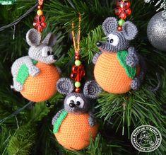 Вяжем игрушки крючком Рукоделие. Crochet Animal Amigurumi, Crochet Mouse, Crochet Animals, Christmas Toys, Christmas Knitting, Christmas Ornaments, Newborn Crochet Patterns, Easy Crochet Patterns, Crochet Christmas Decorations
