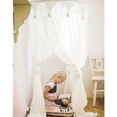 DIY bed canopy for little girls room