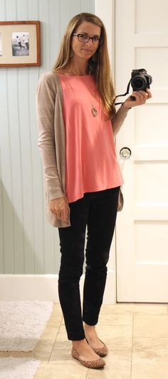 black skinnies with coral top and beige cardigan with neutral flats | great for pulled together SAHM or weekend casual look