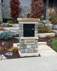 Stone Mailbox ideas will help your house stand out from the others on your street. Showpiece mailboxes of stone and metal fit this category. Mailbox Landscaping, Mulch Landscaping, Modern Landscaping, Landscaping Ideas, Stone Mailbox, Large Mailbox, Custom Mailboxes, Lawn Sprinklers, Front Yard Fence