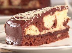 Receita de bolo mármore 4 Chocolates, Tasty Chocolate Cake, Marble Cake, Homemade Cakes, Coco, Sweet Recipes, Tiramisu, Recipies, Ethnic Recipes