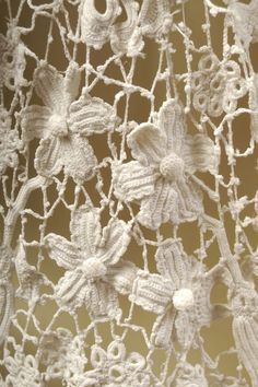 umla:  (via Irish lace crochet. | Doilies and Lace)