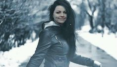 love this pic blend perfect with complection Amy Lee Evanescence, Evanescence Lyrics, Snow White Queen, Bring Me To Life, Symphonic Metal, American Singers, Music Artists, Jon Snow, Celebrities