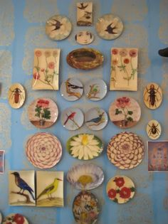 perfect perfect perfect perfect in 2019 Plate Wall Decor, Plates On Wall, Deco Podge, Decoupage Plates, Hanging Plates, Great Wall Of China, Decoration, Decorative Plates, Gallery Wall