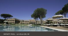 La Villa del Re, 5 star hotel in Sardinia front-sea with luxury services. Book now on our official website for the Best Price! Luxury Services, Hotel Guest, Beach Umbrella, Beach Pool, White Stone, Sardinia, Summer Sun, Optical Illusions, 5 Star Hotels