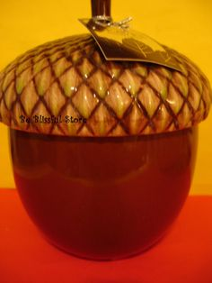 Bath and Body Works Slatkin    Collectors Item     1 New Hard to Find Slatkin Ceramic Acorn shaped figural Leaves scented candle. From Bath and Body W