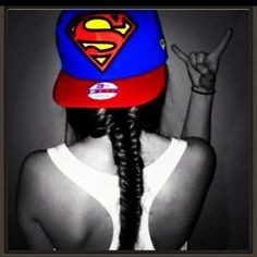 Always remember to have ur own style. I absolutely love the superman flat cap/snapback n the fish tail braid! Swagg Girl, Girl Swag, Snapback Hats, Beanie Hats, Beanies, 3 Hat, Mode Geek, Mode Swag, Flat Bill Hats