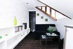 Locations saisonnières et locations en résidence - Airbnb The Doors, Boutiques, Studio Paris, Ancient Buildings, Paris Apartments, Perfect Place, Condo, Relax, Stairs