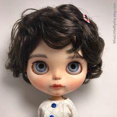 Un preferito personale dal mio negozio Etsy https://www.etsy.com/it/listing/602800435/ooak-custom-blythe-doll-fake-dani-patin