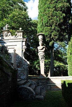 giardino di palazzo farnese a caprarola, viterbo...love the walls...and great photo!!!!!