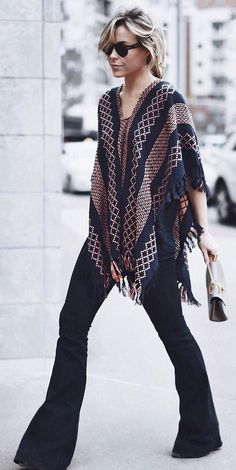 Boho fall fashion | Patterned poncho with black flared pants