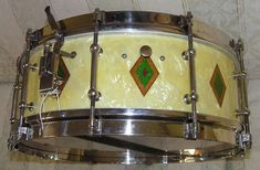 Slingerland 5x14 1930 Solid Shell White Marine Pearl Full Dress Bude, Vintage Drums, Just Beauty, Snare Drum, Drum Kits, Percussion, Circles, Sticks, Shells
