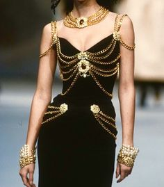 Chanel Couture 1992 Broken embraces looking outfit