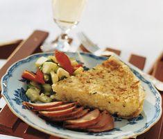 Denna paj på potatis och getost kan både vara en rätt i sig eller fungera som tillbehör. Du fyller pajen med en blandning av riven potatis, ägg med crème fraiche och grädde samt den rivna getosten som ger en fyllig smak och skapar djup.