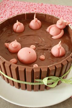 """The bath of the little pigs"" birthday cake: crispy with chocolate . - ""The bath of the little pigs"" birthday cake: crispy with chocolate … – Dessert – - Bake Sale Recipes, Cake Recipes, Dessert Recipes, Cake Cookies, Cupcake Cakes, Pig Cupcakes, Pig Birthday Cakes, Birthday Cake Design, Diy Birthday"